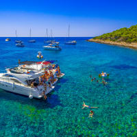 Luxury Yacht To Hvar
