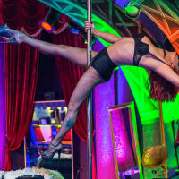 4play Venue - Pole Dancing - Stripper - Budapest CHILLISAUCE
