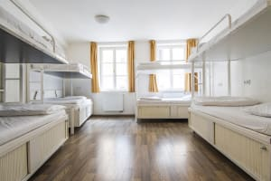 3★ 6 Bed Rooms