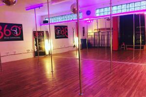 360 Pole Dancing