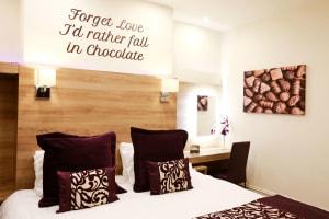 Chocolate Box Hotel - Bedroom 1