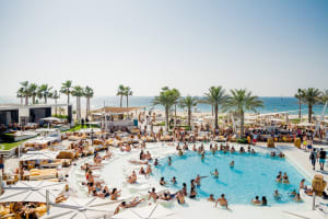 Nikki Beach Club Dubai view of pool and location