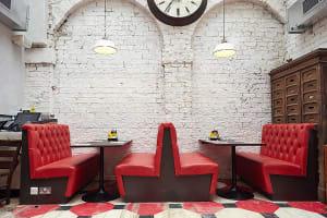 byron hamburgers york interior