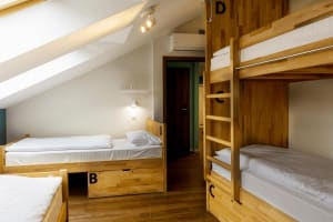 6 Bed Rooms