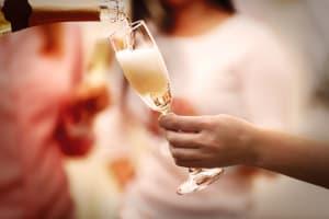 hens champagne tasting