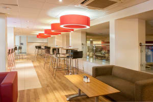 Travelodge Covent Garden - Bar cafe area