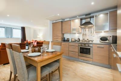 PREMIER SUITES Newcastle Bright and Open Plan Apartment.