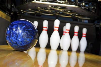 bowling, ten pin bowling