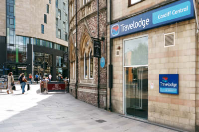 Travel Lodge Cardiff Central - Outside