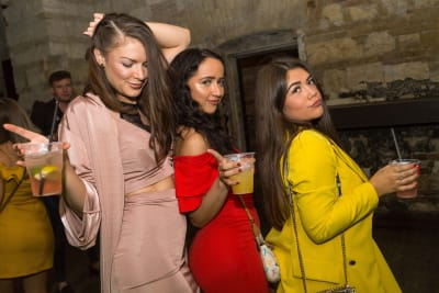 Bar Crawls Local Guided Nightclub Hen - Budapest CHILLISAUCE