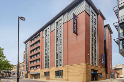Travelodge Sheffield Central - Front Outside