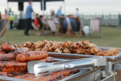 Sausages and chicken skewers_BBQ_Masterclass_Chillisauce Stock_Andy Annat BBQ Crackerjack