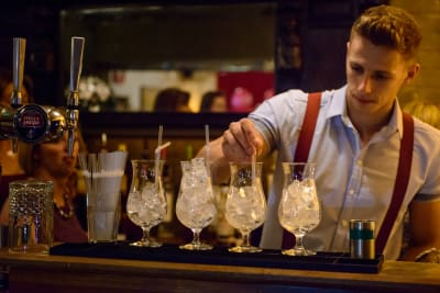 Cosy Club Cocktail making