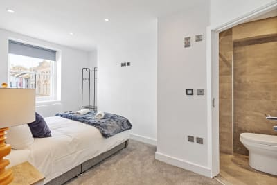 Right On Bright On - 1F - Master Bedroom and Ensuite