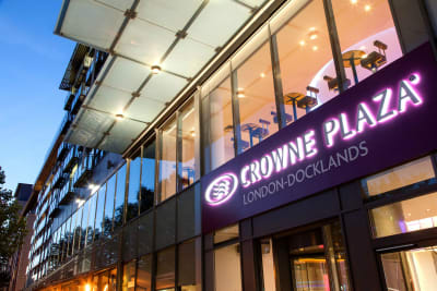 Crowne Plaza - London Docklands - Front outside