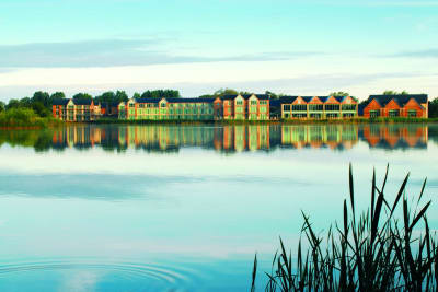 De vere cotsworld water park - exterior