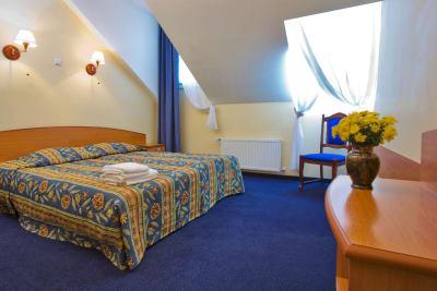 Irina Hotel - bedroom