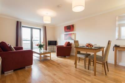 PREMIER SUITES Bristol Redcliffe - Spacious living space