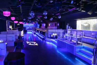 Tibu - Looking through nightclub