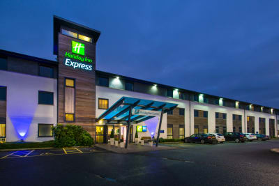 Holiday Inn Express Cambridge - Front outside