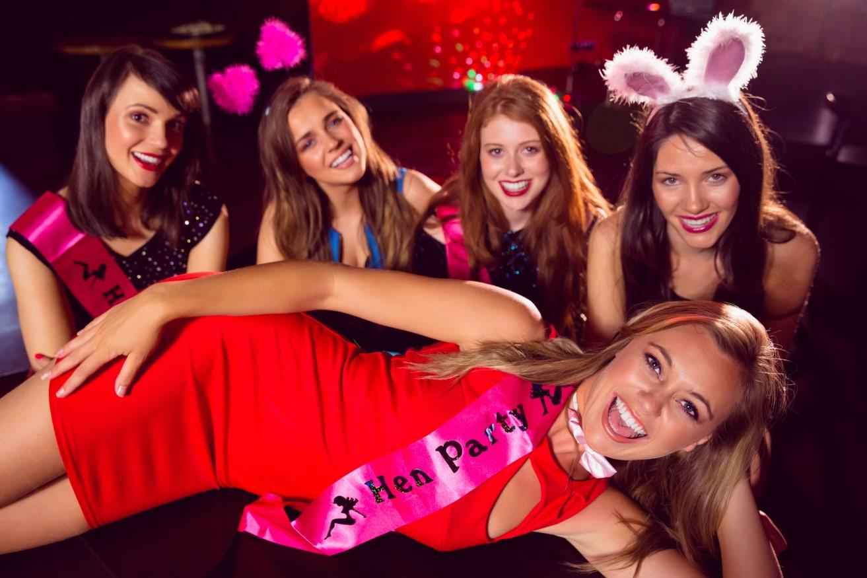 Heiße Mädchen mit engen Pussies