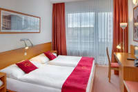 avanti hotel bedroom