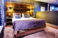 Roomzzz Newcastle - Bedroom