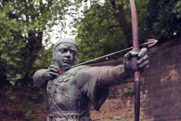 Nottingham robin hood statue archer