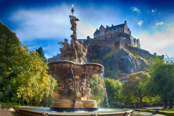 Edinburgh Castle and Statue